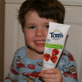 小牙牙更要爱护!Tom's of Maine 儿童草莓味天然含氟防蛀牙膏 $2.8(约19元)