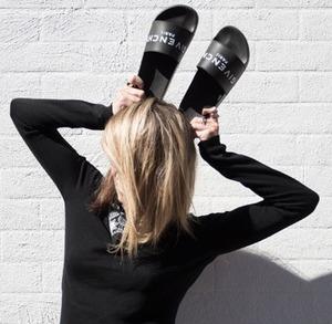 Harrods现有Givenchy美包美鞋上新,部分自动退税!