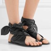 想要美得有个性,就入 Isabel Marant 绑带款平底凉鞋 £382(约3301元)