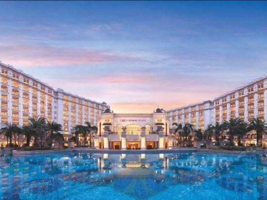 酒店特惠: 三亚湾皇冠假日度假酒店1晚 617元起/间